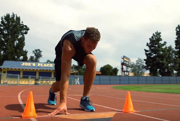 Blake Griffin entrena en la pista de atletismo