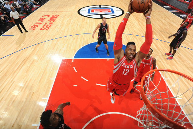 Dwight Howard hace un mate