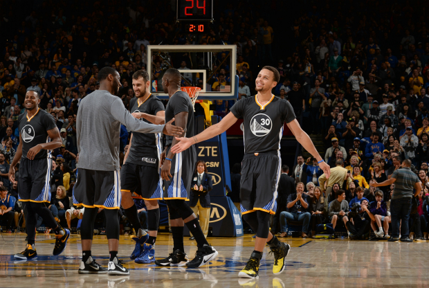 Golden State Warrior le gana a Chicago Bulls en un videojuego.