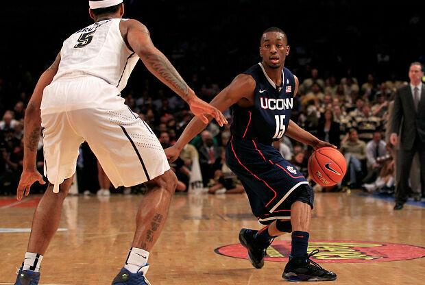 Kemba Walker jugando en la universidad