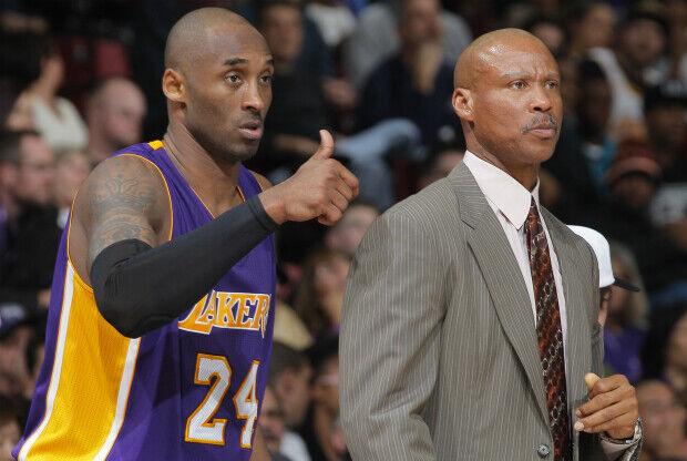 Byron Scott elogia a Kobe Bryant.