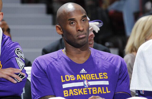 Kobe Bryant en partido ante Sacramento Kings.