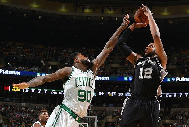 LaMarcus Aldridge domina ante Boston Celtics
