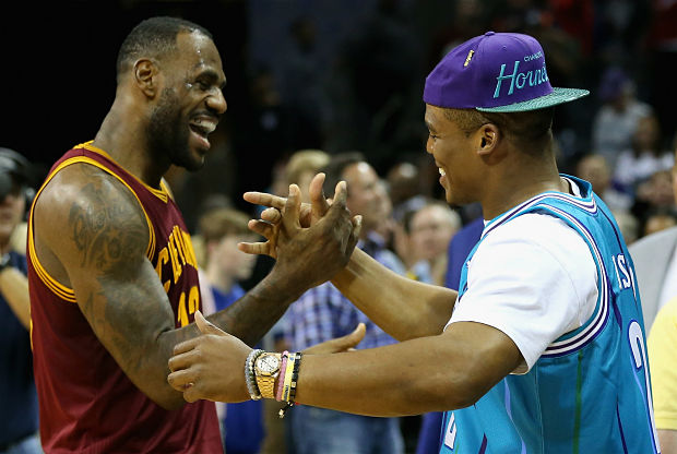 LeBron James saluda a Cam Newton