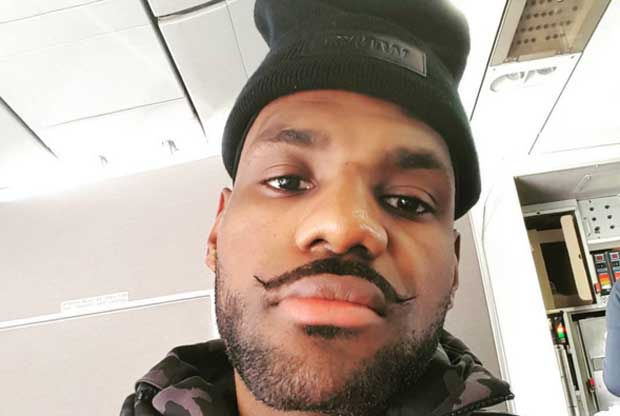 LeBron James se retoca el bigote con motivo de la campaña 'Movember'