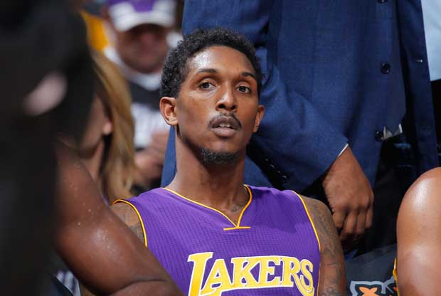 Lou Williams en el banquillo de Los Ángeles Lakers