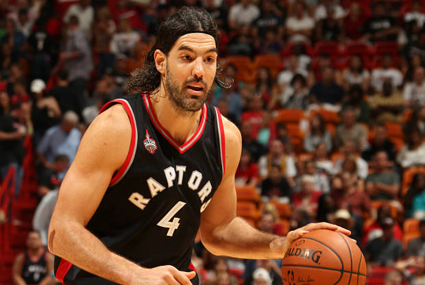 Luis Scola juega su primera temporada con Toronto Raptors
