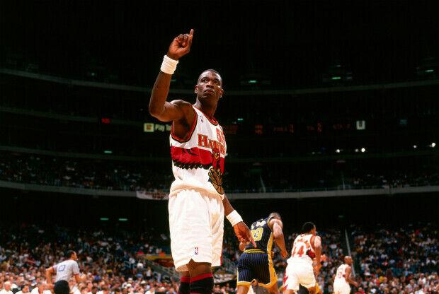 Dikembe Mutombo jugando con Atlanta Hawks