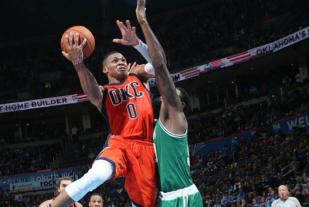 Russell Westbrook entra a canasta