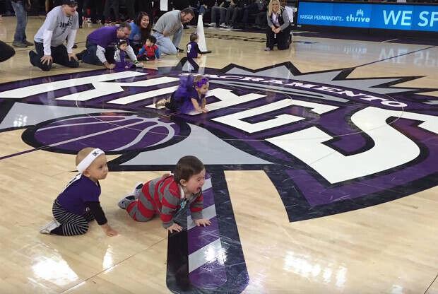 Carreras de bebés en Sacramento Kings