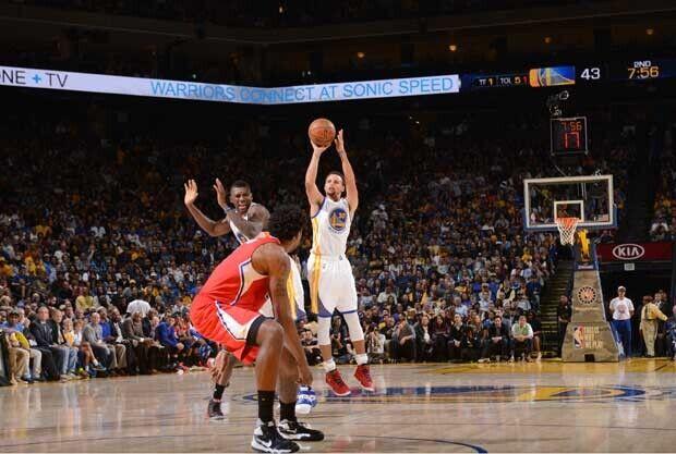 Stephen Curry volvió a ser la estrella ante los Clippers