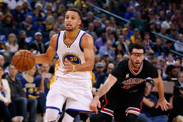 Stephen Curry 'rompe' a Kirk Hinrich