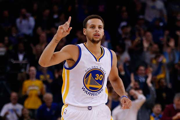 Stephen Curry celebra una canasta con Golden State Warriors