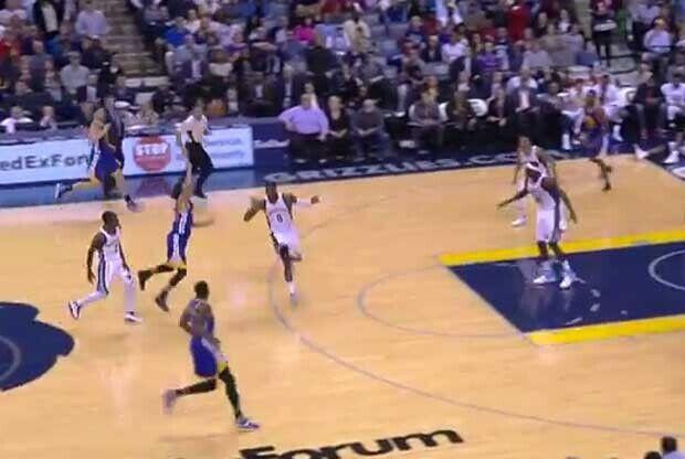 Stephen Curry tirando desde el triple