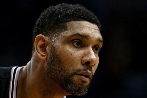 Tim Duncan en partido con San Antonio Spurs.