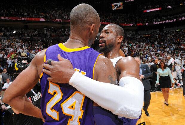 Wade abraza a Bryant.