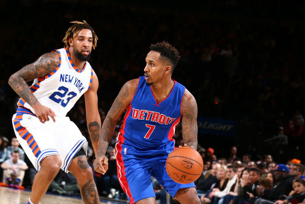 Brandon Jennings jugando contra New York Knicks