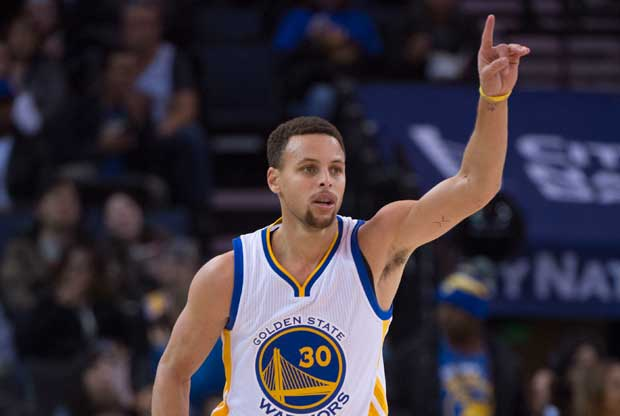 Stephen Curry celebra una canasta