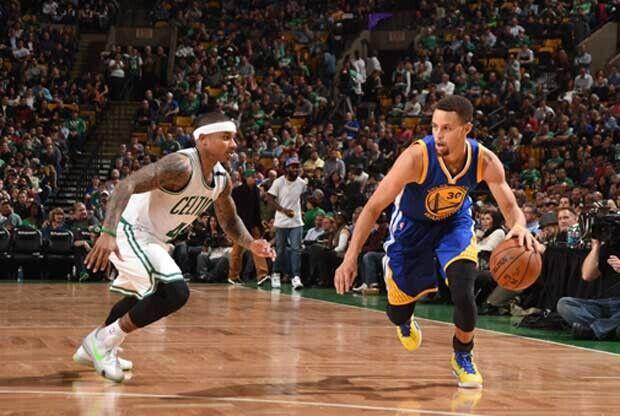 Stephen Curry en un partido ante Boston Celtics