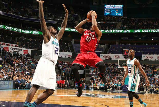 Charlotte Hornets ante Toronto Raptors