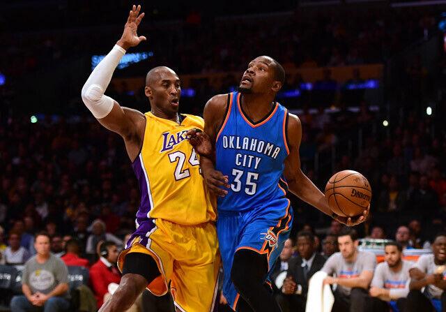 Durant entrando a canasta contra Kobe