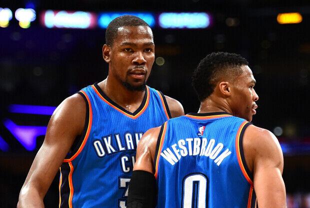 Durant y Westbrook en un partido de Oklahoma City Thunder