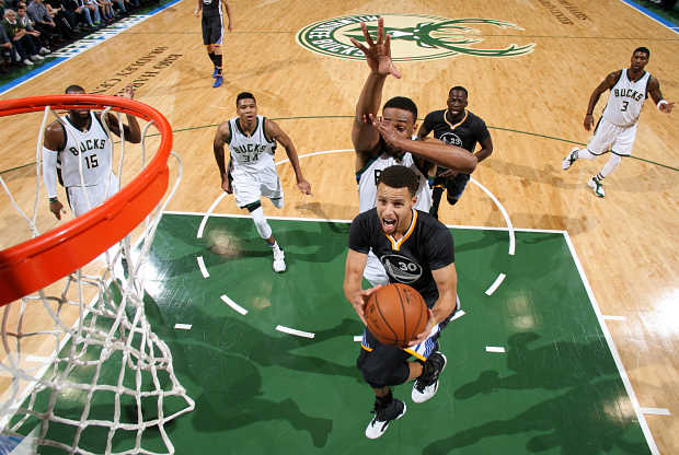 Golden State Warriors ante Milwaukee Bucks
