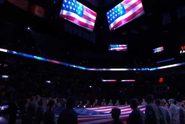 El himno de USA antes del del Lakers-Spurs