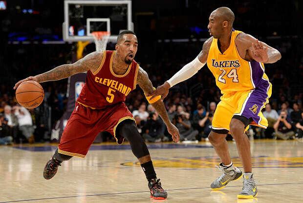 J.R. Smith frente a Kobe Bryant