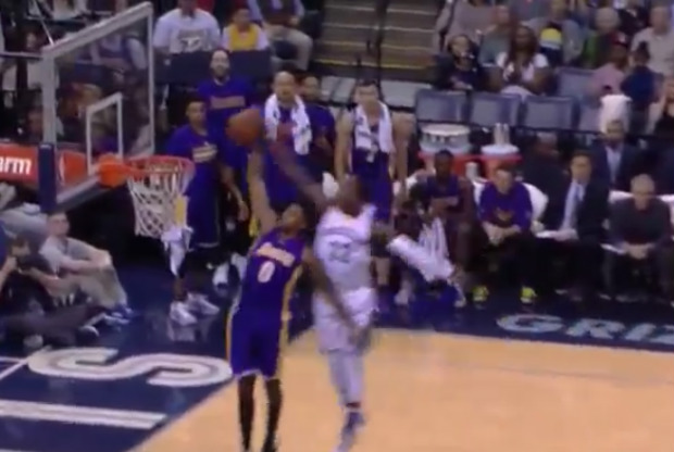 Jeff Green tapona a Nick Young