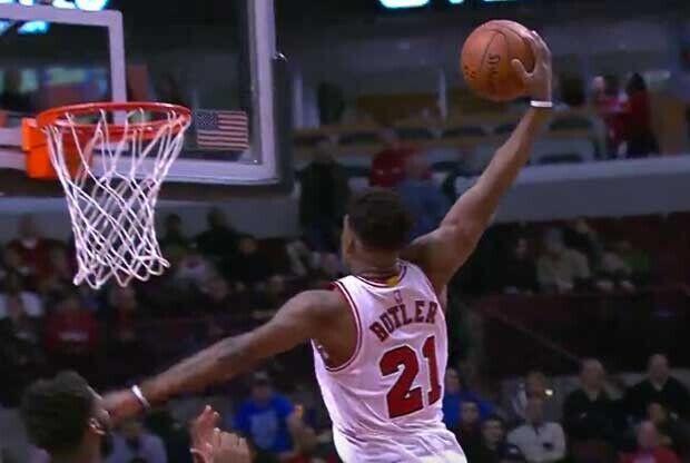 Jimmy Butler vuela hacia el aro