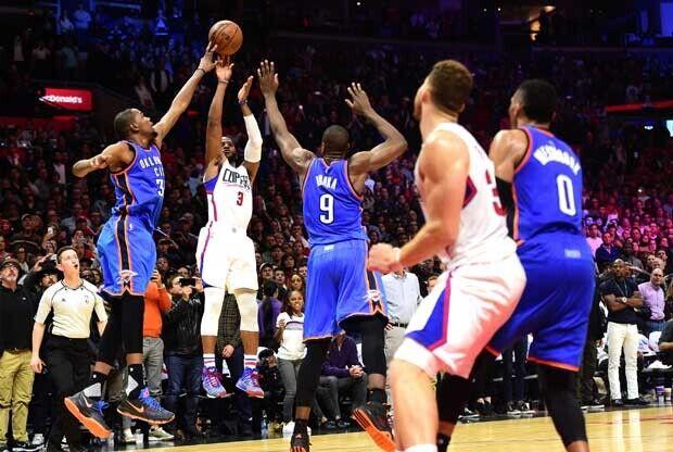 Kevin Durant tapona un tiro de Chris Paul