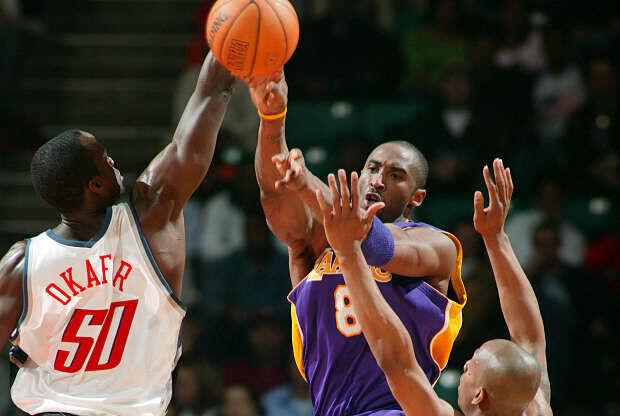Kobe Bryant jugando contra Charlotte Bobcats