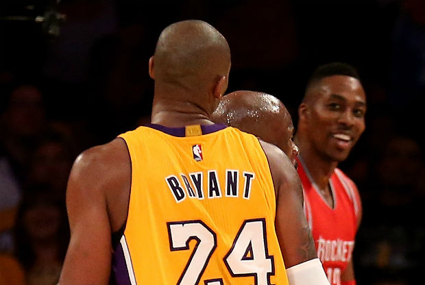 Kobe Bryant y Dwight Howard se encaran