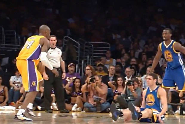 Kobe Bryant rompe los tobillos a Klay Thompson