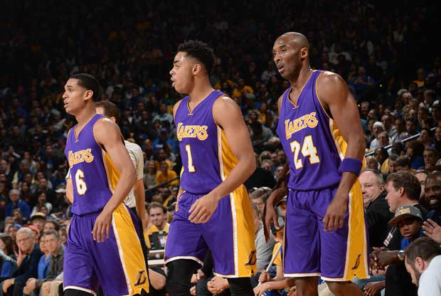 Kobe Bryant, junto a D'Angelo Russell y Jordan Clarkson