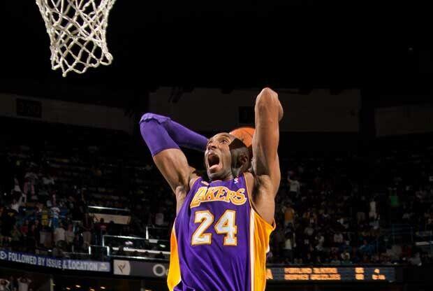 Kobe Bryant hace un mate