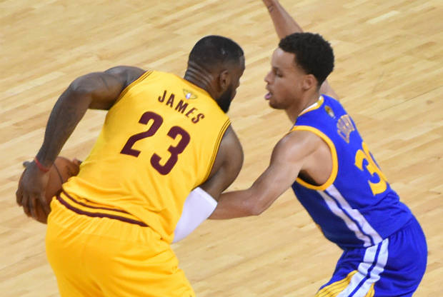 LeBron James y Stephen Curry cara a cara