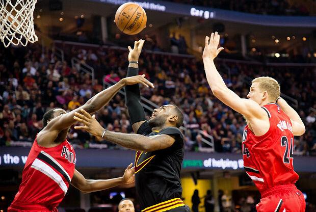 LeBron James en partido ante Portland Trail Blazers.