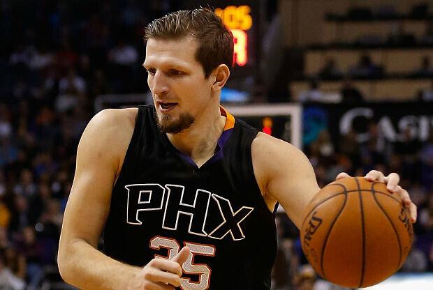 Mirza Teletovic, con el uniforme de Phoenix Suns