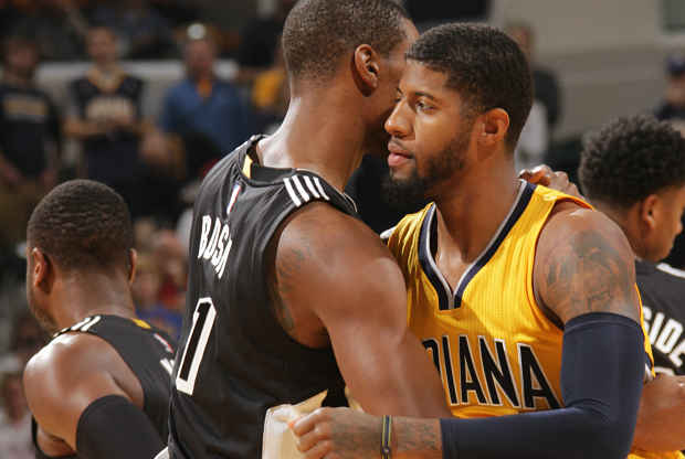 Paul George se abraza con Chris Bosh