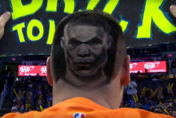 Russell Westbrook en el pelo de un fan