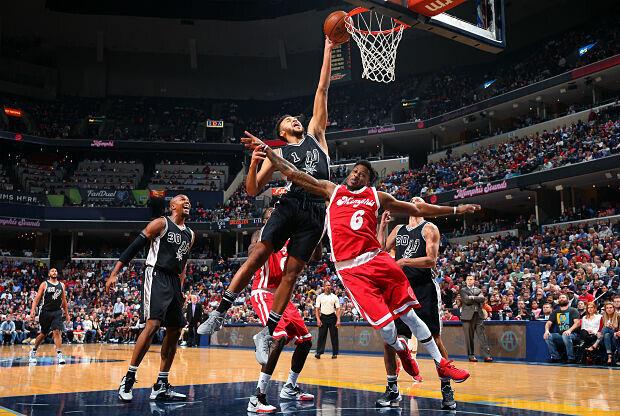 San Antonio Spurs ante Memphis Grizzlies.