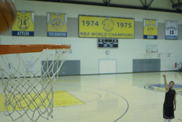 Stephen Curry protagoniza un comercial del NBA 2K16
