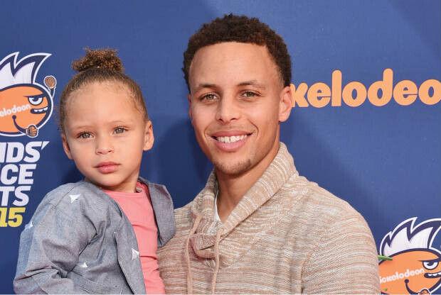 Stephen Curry con su hija Riley