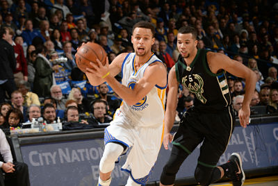 Stephen Curry se deshace de Michael Carter-Williams