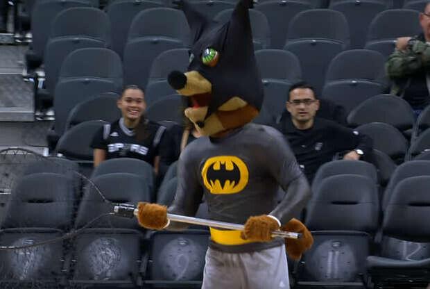 The Coyote, la mascota de San Antonio Spurs