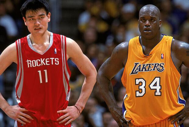 Yao Ming y Shaquille O'Neal lucharon por el trono de mejor pívot