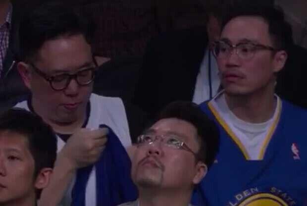 Un aficionado, durante el partido entre Lakers y Warriors