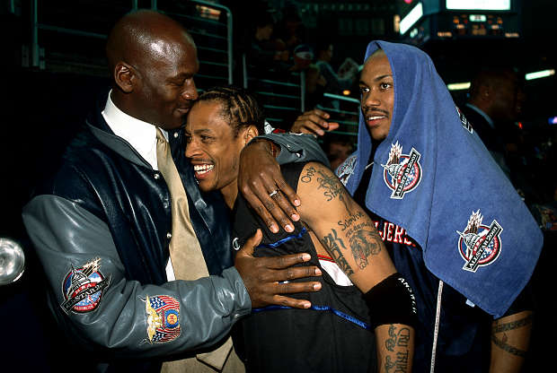 Allen Iverson, Stephon Marbury y Michael Jordan en el All-Star 2001